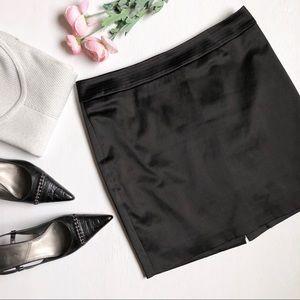 Bebe black satin mini skirt D36